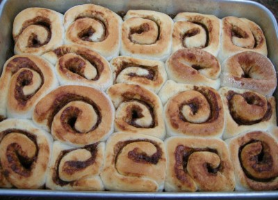 finished cinnamon roll pan