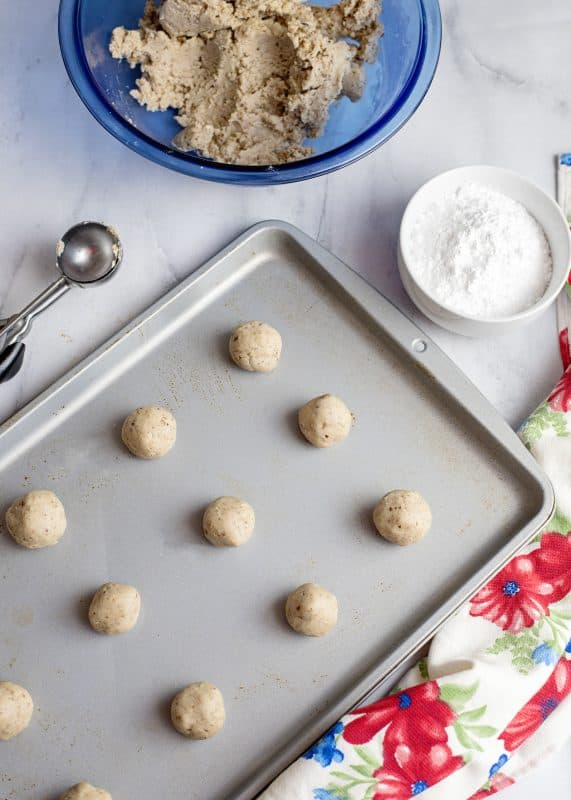 BAlls of dough on cookie sheet