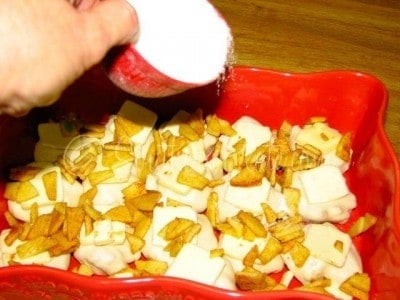 sprinkle sugar on apple dumplings
