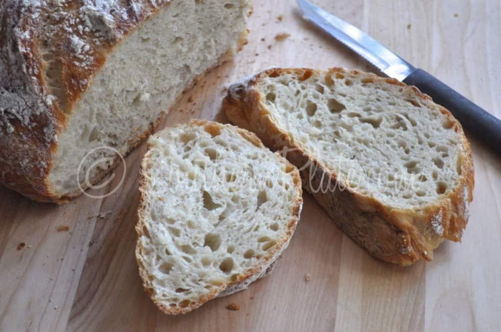 Easy Dutch Oven Bread Sliced