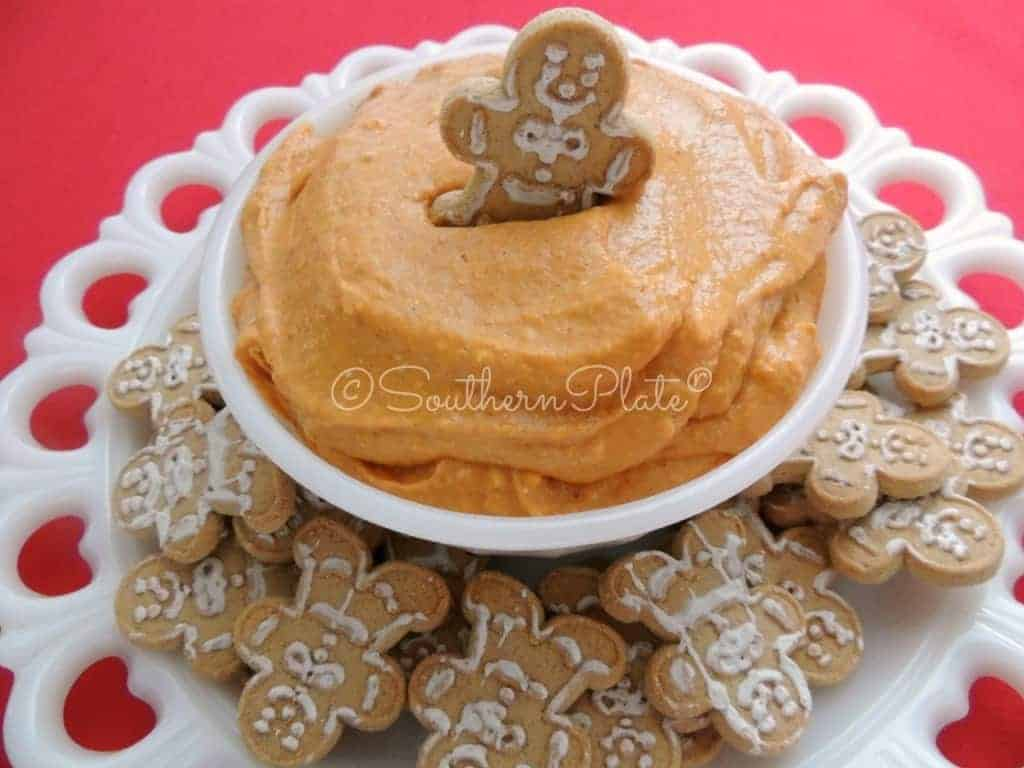 DELICIOUS Pumpkin Pie Dip - and this is so cute when you serve it with little gingerbread cookies!