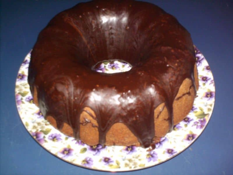 chocolate-pound-cake-fudge-glaze