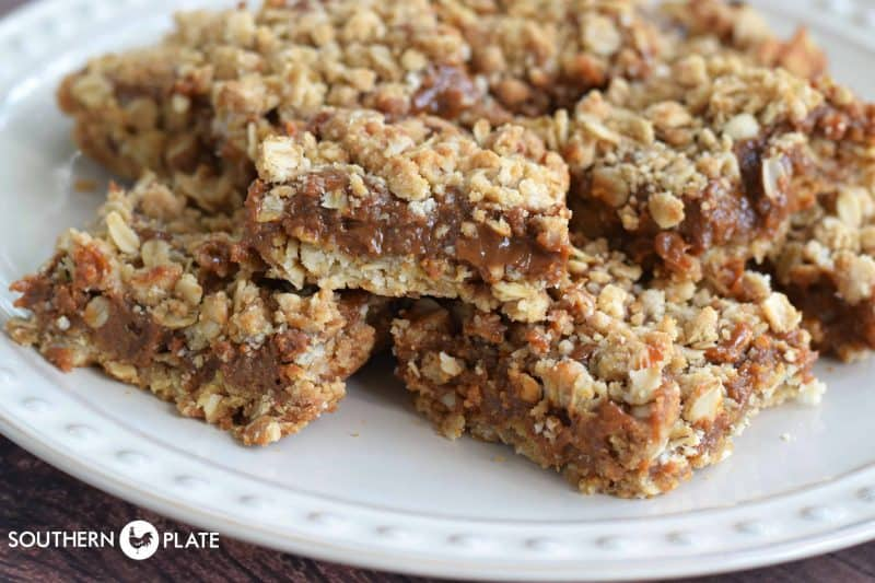 Quick and Easy Oatmeal Caramelitas! I can't believe something this delicious can be made this fast!