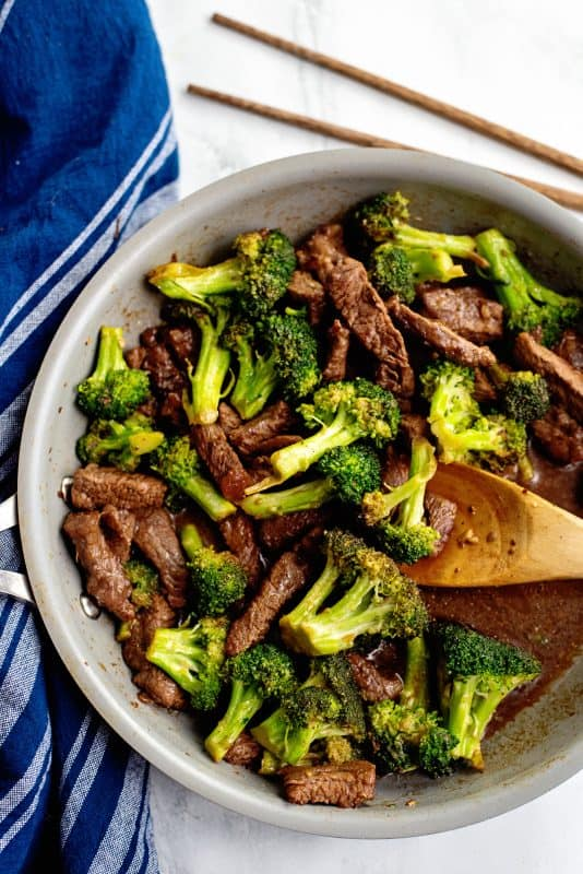 cook beef and broccoli til sauce is thickened