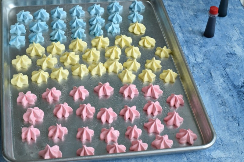 piped meringues