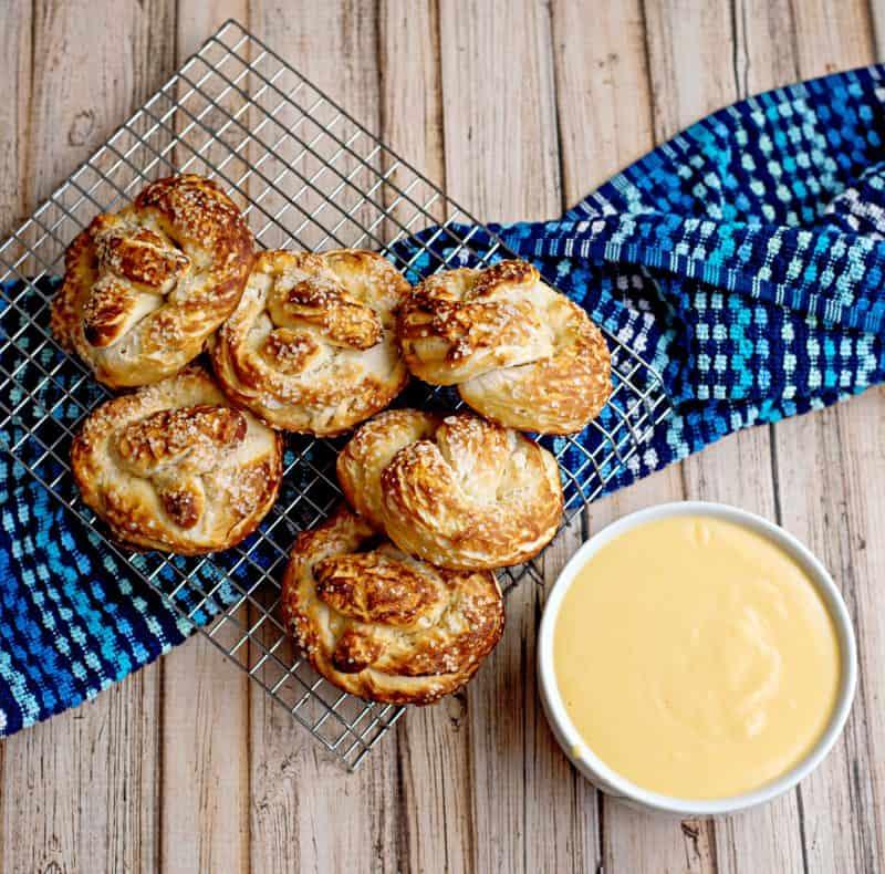 Biscuit pretzels andsauce