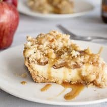 caramel apple cheesecake slice