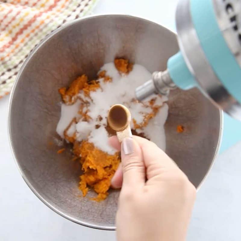 adding cinnamon to creme brulee