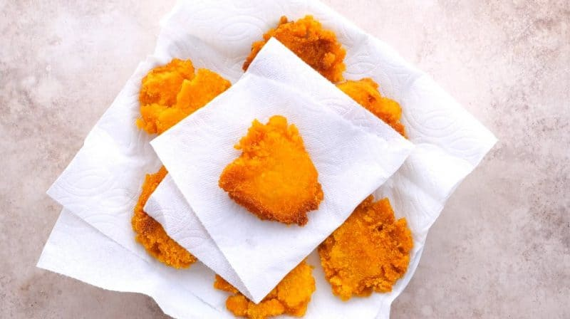 let your finished cornbread pieces cool on paper towels
