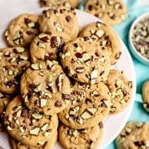 mint chocolate chips cookies hero 2