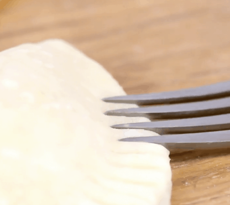 using a fork to make grooves