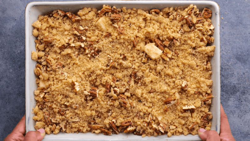 Crumble topping sprinkled over apples.